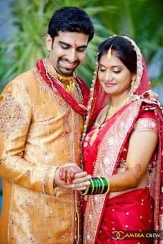 Wedding Storyz - Gorgeous weddings from across continents!: Sonal and Karan get chatty about love, life and shaadi Indian Bride Photography Poses, Indian Wedding Couple Photography, Wedding Couple Photos, Photography Couples, Bridal Photography, Indian Wedding Poses, Indian Bridal Photos, Bride Indian, Asian Bridal