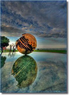 Pomodoro's  sphere    Pesaro-Urbino Italië