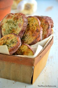 Salt & Vinegar Baked Potato Slices 2 large russet potatoes (or sweet potatoes), sliced into ¼ inch slices 3 T evoo, 1 tsp. apple cider vinegar, ¼ tsp.dried dill, ¼ tsp. chili powder, ¼ tsp.sea salt, ¼ tsp.freshly ground black pepper Toss the potatoes in bowl with olive oil and vinegar. Season w spices, toss again to ensure all chips are evenly coated. Place potato slices on a baking sheet; bake for 10-12 minutes at 400°F or until golden brown. Remove from oven; set aside for 10 minutes.