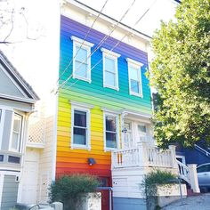 Over the rainbow skies are blue 💜💛💚💙 #sf #sanfrancisco #california #california_igers #colorgram #instacolor #colorsplurge #colorworld #rainbow_wall #colorhunters #colors_hub #tv_colors #houseportrait #casas #casasecasarios #houses_ofthe_world #rainbow #colorventures #colorsplurge #pocket_colors #popyacolour #thecity #caligrammers #nowrongwaysf #buntehäuser