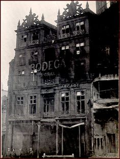 """The Bombing of Sheffield - December 1940 The Cossack which stands at the foot of Howard Street adjacent to Sheffield Hallam University's City Campus had the top floor and roof blown off in the raid and has been a single story """"bungalow pub. Sheffield Pubs, Sheffield England, Sheffield Hallam University, University In England, Sources Of Iron, The Blitz, My Family History, South Yorkshire, Derbyshire"""