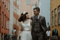 Over the years, we've seen   shared ourfair share of stunning elopements in breathtaking natural environments, but to see one in the heart of a bustling   beautiful urban city like Copenhagen is a major treat. Kate   Danny aresuper down-to-earth-and laid-back Aussies who decided to kick off their 6-week European vacation by secretly getting...
