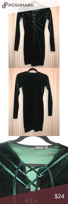 Boohoo Green Velvet Dress Boohoo women's green long sleeve velvet dress  Length: 32 inches Underarm to underarm: 16 inches Boohoo Dresses Mini