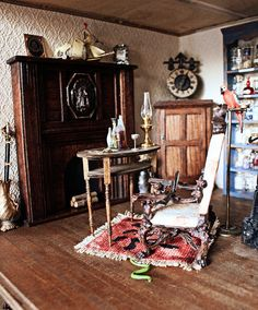 the attention to detail is AMAZING. hanted dollhouse via: Jennythebloggess