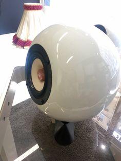 Ein von Hand gefertigter Lautsprecher aus Wien. Kugel, Piggy Bank, Speakers, Crystals, Money Box, Money Bank, Savings Jar