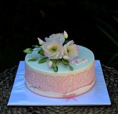 single tier wedding cake with lisianthus flower  - Cake by majalaska