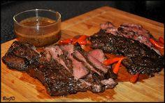 *Flank steak*   ...alebo steak z boku (hovädzia slabina) s omáčkou z medvedieho cesnaku a dobrého vína,   steak som pripravoval podľa tohoto receptu  ...ďakujem :)