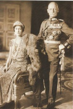 Crown Prince Rupprecht and Crown Princess Antonia (born a princess of Luxembourg) of Bavaria in the early 1930s. Her pearls! I want her pearls!