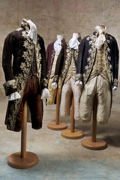 Authentic clothing in 1700 from Charles de Beistegui collection, purchased at auction by Fabrizio Clerici and by the artist himself donated to Umberto Tirelli in 1972.