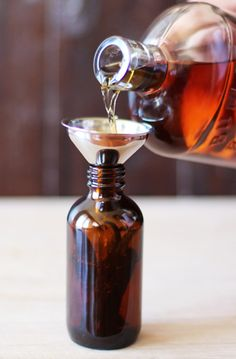 Homemade Vanilla Extract // HonestlyYUM
