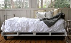 Ally and Callie: The Other 128 Hours: Build your own Pallet Bed