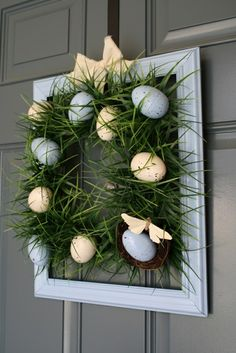 A Diamond in the Stuff: Square Grass Wreath (from plastic Easter eggs) Diy Spring Wreath, Spring Crafts, Holiday Crafts, Holiday Wreaths, Diy Christmas, Plastic Easter Eggs, Diy Ostern, Deco Floral, Diy Easter Decorations