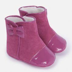 Bota ideal para bebe , numeración del 15 al 17. Bota sin suela para que las mas pequeñas de la casa vayan cómodas y calentitas en los días de frio.