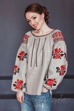 Ukrainian embroidered boho blouse vyshyvanka by GLAZDOV on Etsy Embroidered Clothes, Embroidered Blouse, Moda Rural, Mode Russe, Boho Fashion, Womens Fashion, Fashion Tips, Grey Blouse, Black Thread