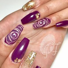 : Picture and Nail Design by •• @_nagelstudio_goldfinger_ •• ❤️Follow @_nagelstudio_goldfinger_  for more gorgeous nail art designs!