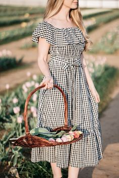 Texas Tulips / Gingham Dress / Spring Style / Fashion / Outfit Ideas