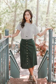 Little Lady Forest Green Midi Skirt Modest Dresses, Modest Outfits, Modest Fashion, Casual Dresses, Fashion Outfits, Fashion Tips, A Line Skirt Outfits, Midi Skirt Outfit, Dress Skirt