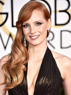 Golden Globe Awards 2015 | Bombshell waves were one of the biggest trends of the evening, and no one did them better than Jessica Chastain. Her glossy red tresses were flawlessly sculpted – and the perfect complement to her bodacious bronze number.