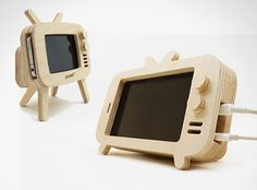 Retro TV for iPhone 5 5S made with eco-friendly birch wood l #Zazakk #dockstation #iphone