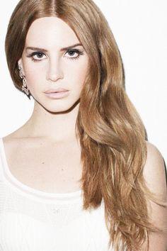 love her dark blonde color // lana del rey
