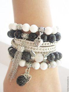 Купить Браслеты черно-белые - чёрно-белый, браслет, браслет с подвесками, браслет из камней