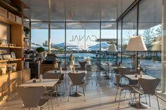Το Canal Café μοιάζει με καλοκαιρινό όνειρο στο πάρκο του Κέντρου Πολιτισμού Σταύρος Νιάρχος - POPAGANDA Dance Studio, Athens, Conference Room, Restaurant, Places, Table, Furniture, Home Decor, News