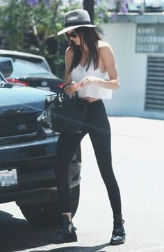 Most popular tags for this image include: fashion, kendall jenner, style, jenner and Kendall