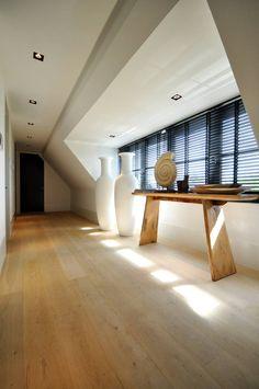 Gang op de verdieping - modern landhuis te Vinkeveen (Van Building Design Architectuur)