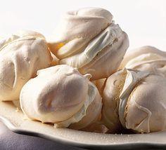 Meringue with crème fraîche and summer fruits (aka pavlova). Easy Meringue Recipe, Meringue Recept, Baked Meringue, French Meringue, Meringue Pie, Bbc Good Food Recipes, Sweet Recipes, Baking Recipes, Dessert Recipes
