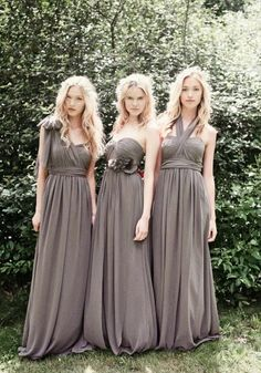 Love the style of these bridesmaid dresses!