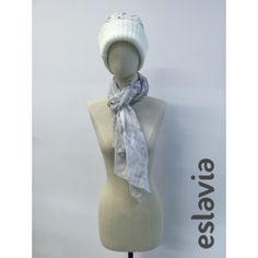 Conjunto de gorro y pañuelo de color blanco y negro