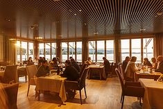 Culinary Holiday At The Lake - Restaurant Bootshaus Traunkirchen Lokal, Restaurant, Image House, Kirchen, Holiday, Pictures, Design, Home Decor, Photos