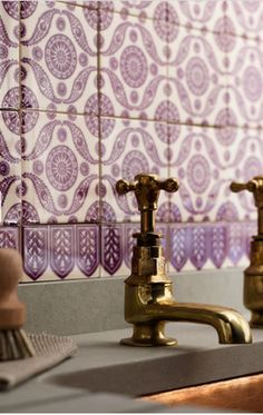 Brass taps, tiled splash back ... What do you think of a purple patterned backsplash?