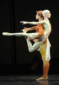 Sarah Lamb and Thiago Soares in the Royal Ballet's production of Gloria   at The Royal Opera House