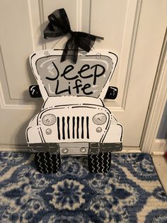 Wooden Door Hangers, Wooden Doors, Jeep Doors, Wood Ornaments, Garden Ornaments, Door Letters, Jeep Baby, Hanger Crafts, Porch Signs