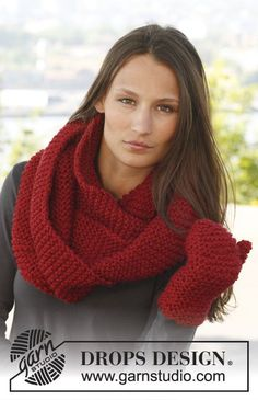 "Celebrate DROPS Alpaca Party with: Knitted DROPS neck warmer and mittens in garter st in ""Andes"". ~ DROPS Design"