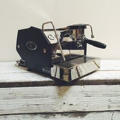 ++ La Marzocco GS3 ++ Coffee Shops, Coffee Maker, White Bison, Coffee Machines, Coffee Culture, Latte Art, Espresso Coffee, Coffee Break, Espresso Machine