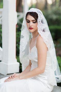 Sample Sale Final Ivory Veil Mantilla Elbow Lace Waist Length