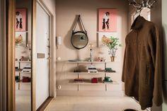 découvrir l'endroit du décor Pastel Interior, Entrance Decor, Decoration, Home Decor, Closet, Decor, Decoration Home, Armoire, Room Decor