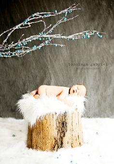 winter newborn photography Instagram: @gabetomoiaga