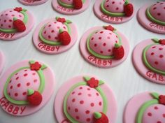 Edible Cupcake Toppers  Strawberry Hat Fondant por CakesAndKids, $25.00