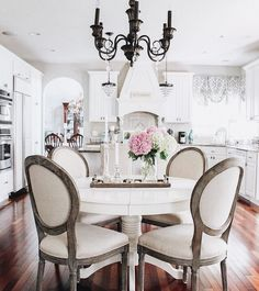 Round table for breakfast room Dining Room Design, Dining Room Table, Table And Chairs, Dining Chairs, Room Chairs, Ikea Dining, Kitchen Chairs, Dining Rooms, Dining Area