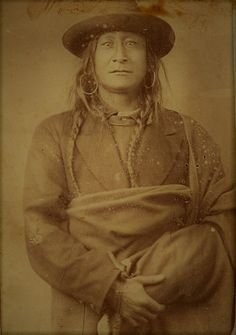 Native American Images, West Art, Roaches, Old West, First Nations, American Indians, Old Photos, American History, North America
