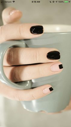 We want to modernize the colored nail polish usual manicure combined with something different but not too extravagant? The minimal nail art is the easy DIY Minimalist Nails, Nail Deco, Ten Nails, Chrome Nails, Nagel Gel, Stylish Nails, Natural Nails, Nails Inspiration, How To Do Nails