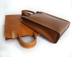 Etsy の Medium Brown Leather Tote with Clutch by BasAder