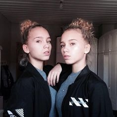 (made by LisaandLena with @musical.ly) ♬ Music: musicallyharmony - original sound #musicvideo #musically Check it out: https://www.musical.ly/v/MzY2NTExMDA2NDkyNDU4MzczMzI0ODA.html