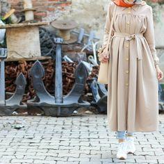 Günaydın 🤗 Bu havalar tam @mintahayse lik 😍 Harika ve ötesi diyorum. Çünkü çok rahat 💃 Güzel bir hafta olsun 🐣 Hijab Dress Party, Hijab Style Dress, Casual Hijab Outfit, Modern Hijab Fashion, Muslim Fashion, Trendy Dresses, Fashion Dresses, Modele Hijab, Hijab Fashionista