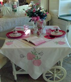Penny's Vintage Home: Hot Chocolate and Cupcakes