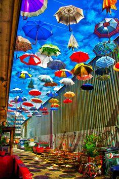 Umbrella Street, Umbrella Art, Under My Umbrella, Umbrella Decorations, Outdoor Wedding Decorations, World Of Color, Color Of Life, Live Wallpaper Iphone, Deco Originale