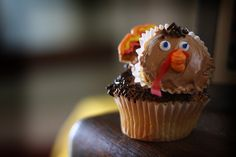 Four cooking tips (from a Seattle chef) to help you survive Thanksgiving Thanksgiving Desserts Easy, Thanksgiving Quotes, Happy Thanksgiving, Mini Caramel Apples, Turkey Cupcakes, Cake Decorating Courses, Happy Turkey Day, Cake Pop Sticks, Rice Krispie Treats
